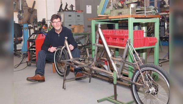 Alles ganz easy: Michael Kemper macht auf Wunsch schon mal aus einem bekannten Kompaktrad-Rahmen ein Lastenrad.