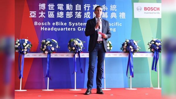 David Howard, Vice President und General Manager eröffnet die neue Niederlassung in Taichung.