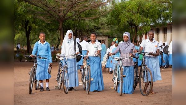 Flyer unterstuetzt ein Projekt in Afrika.