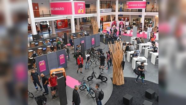 Eurobike-Award: Ausstellung der Gewinner im Rahmen der Leitmesse im Foyer.