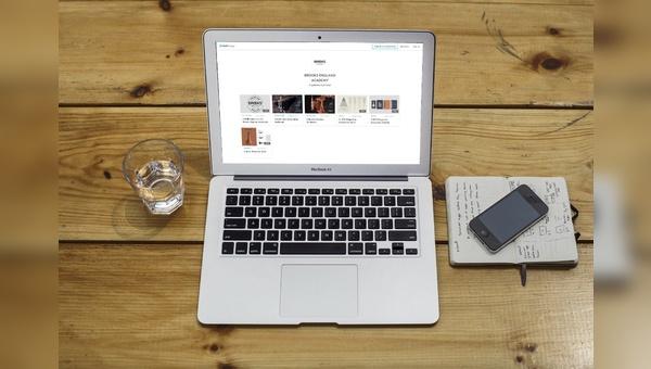 Die E-Learning-Plattform bietet Inhalte in verschiedenen Sprachen.