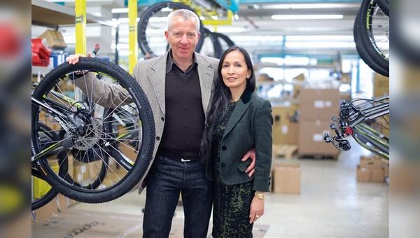 Konrad und Cielo Irlbacher sind nicht nur privat ein Team, sondern teilen sich im Familienunternehmen auch die Führungsaufgaben.