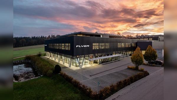 Das moderne Firmengebäude in Huttwil in der Schweiz