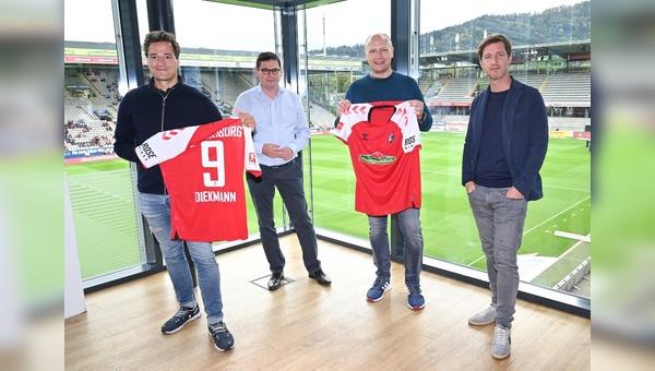 (v.l.): Marcus Diekmann (Geschäftsführer Rose Bikes), Oliver Leki (Vorstand SC Freiburg), Thorsten Heckrath-Rose (Geschäftsführer Rose Bikes) und Jochen Saier (Vorstand SC Freiburg),