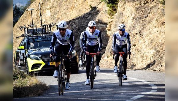 Nah dran sein bei der Tour-de-France und dem Profi-Rennradteam Qhubeka ASSOS