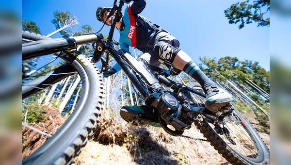 Zwei zentrale E-Bike-Trends: Motoren bekommen eine intelligentere Steuerung und Batterien mehr Kapazität.