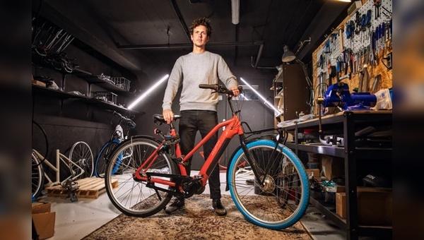 """Das """"Power 7""""-E-Bike besitzt ebenfalls das auffällige blaue Vorderrad."""