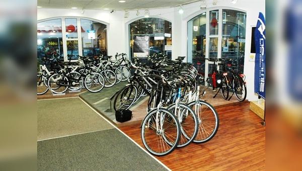 Auf nur rund 350 qm gelingt Rad und Tour die Gratwanderung aus breitem Sortiment und aufgeräumter Ladenoptik.