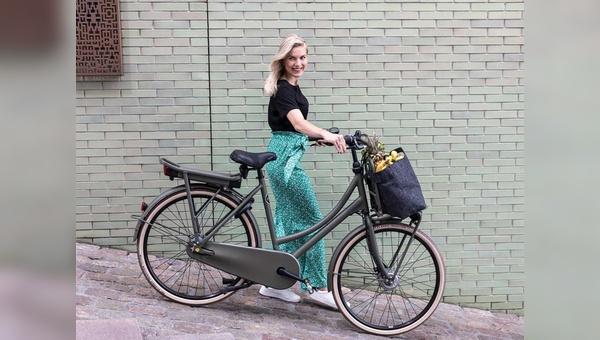 Es lebe das Hollandrad mit »E« – wenn es modisch ist und schick wie das Cortina E-U4 Transport.
