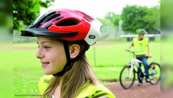 Bald eine Pflicht auch in der Schweiz: Kinderhelme beim Radfahren