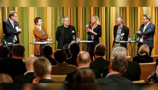 Lebhafte Diskussionsrunde beim Parlamentarischen Abend in Berlin