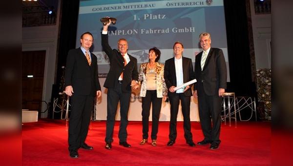 von links: WirtschaftsBlatt-CR Wolfgang Unterhuber, die Unternehmerfamilie Simplon mit Heinz, Elisabeth und Christian Hämmerle und WKO-Vizepräsident Hans Jörg Schelling