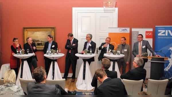 Die bundespolitische Lobbyarbeit wird für die Fachverbände im Fahrradmarkt, wie hier beim parlamentarischen Abend in Berlin, immer wichtiger.