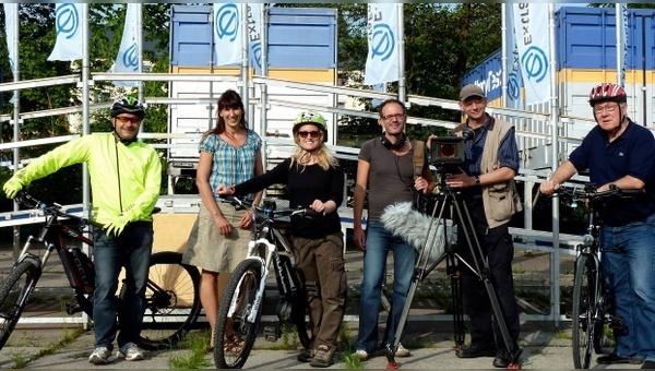 Uwe Keilhauer (Technischer Leiter ExtraEnergy Test GmbH), Sandra Winkler (GF ExtraEnergy Test GmbH), Eileen Wiedenhoff,  Peter Torringer, Kai v. Westerman, Armin Maiwald (alle FLASH Film).