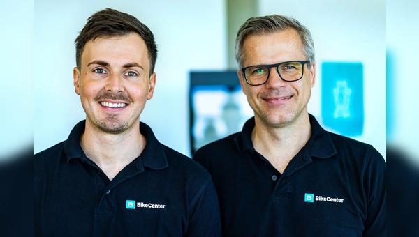 Oliver Ertelt (links) ist künftig alleiniger Geschäftsführer bei BikeCenter - Alex Thusbass wechselt in den Beirat.