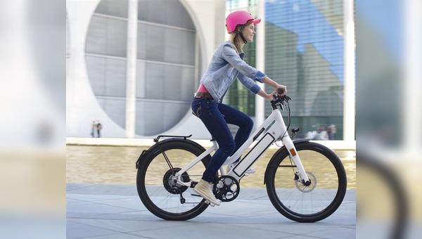 Zu einem schicken Fahrrad gehört auch ein schicker Helm.