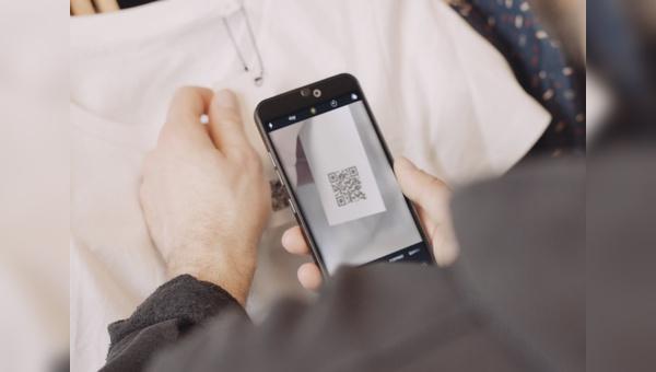 Via QR Code werden Informationen zur Nachhaltigkeit des Produkts uebermittelt.