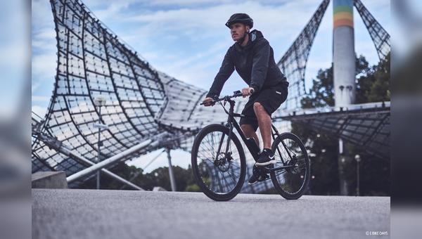 E-Biken im Olympiapark in Muenchen.
