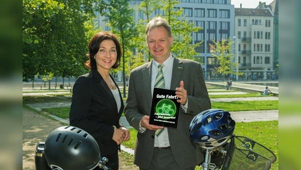 Katherina Reiche und Burkhard Stork beim Start zum Fahrradklimatest 2014