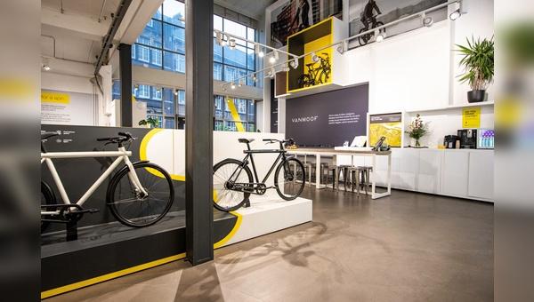 Van Moof präsentiert sich den Kunden mit eigenen Brand- und Pop-up-Stores.