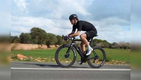 Der Schweizer Profirennradfahrer Fabian Cancellara hat an der Entwicklung der neuen Bib Shorts mitgewirkt.
