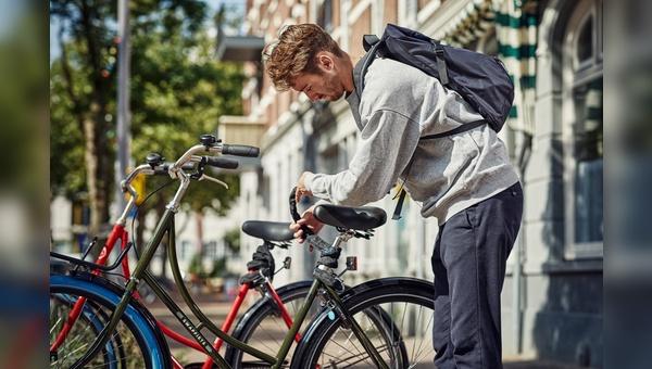 Die Räder mit den blauen Reifen sollen in Paris, Mailand und London losrollen.