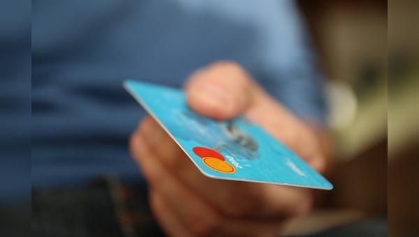Fuer Online-Haendler stehen in Bezug auf Kreditkartenzahlungen Aenderungen ins Haus.