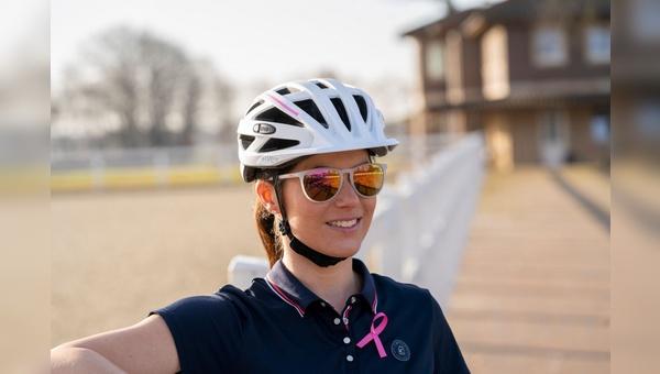 Kristina Broering-Sprehe mit der Uvex Pink Ribbon Edition