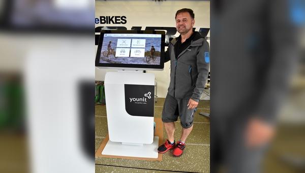 Winoras Marketing-Chef Bernd Lesch stellt auf den Media Days den Dealer-Center-Nachfolger vor.