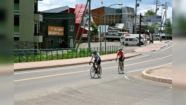 Niseko entdeckt die Radfahrer