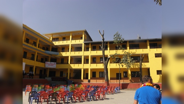 """Deuter-Schule"" in Kathmandu"