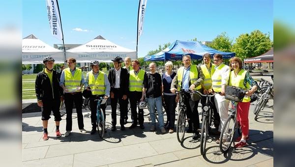 Die Teilnehmer der Parlamentarischen Fahrradtour