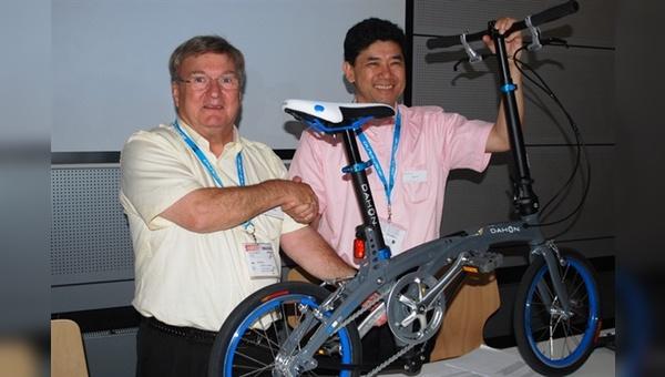 Eddie Eccleston (links) mit Dahon-Mitbegründer Herny Hon