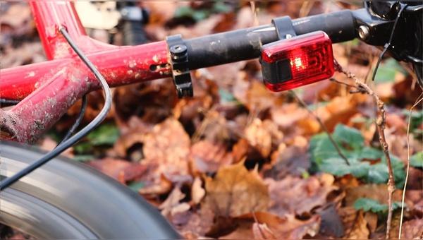 Im Falle eines Sturzes wird ein GPS-Notruf an eine Leitstelle abgegeben