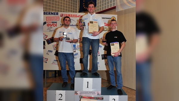 Die siegreichen Fahrrad-Mechaniker. Michael Rampetsreiter (1), David Geisel (2) und Daniel Komarek (3).
