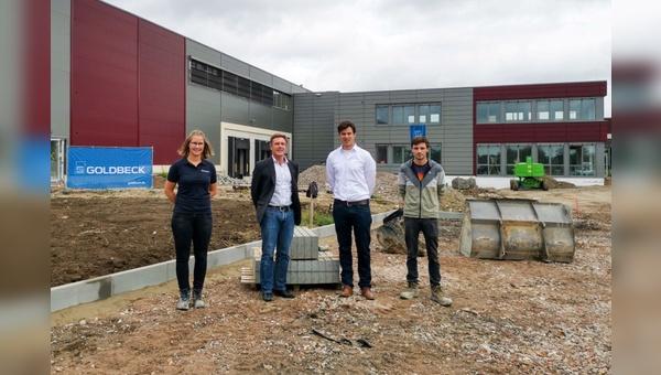 v.l.n.r.: Anna Meyer (Bauleiterin), Volker Thiemann (Geschäftsführer AT Zweirad), Andreas Wermelt (Projektleiter), Joel von Winterfeld (Praktikant Bauleitung)