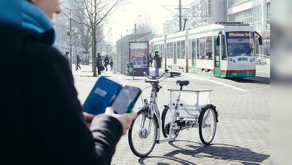 Das autonom fahrende E-Trike lässt sich per Smartphone-App bestellen.