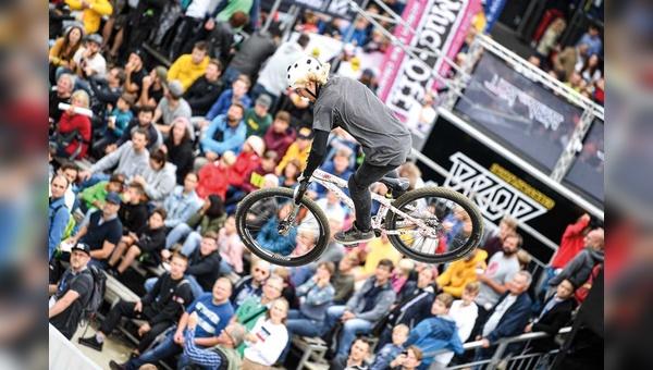Sie fliegen wieder: Mit der Rückkehr zu einem Publikumstag kehrten auch Events wie der Dirt Jump Contest auf die Eurobike zurück.
