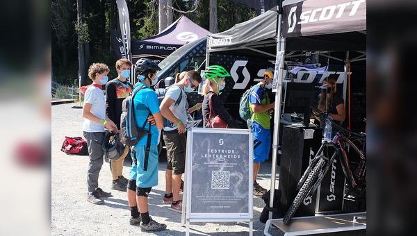 Auch in der Schweiz müssen Fahrradkunden in den Läden künftig Maske tragen.
