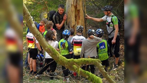 Kinder der Schule aus Jettingen bei ersten Bikeübungen.