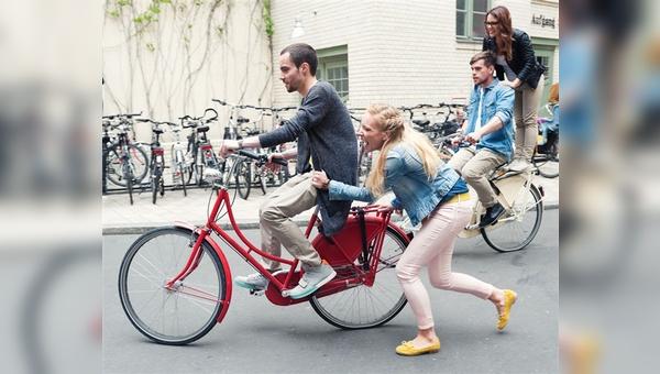 Junge Menschen auf dem Rad