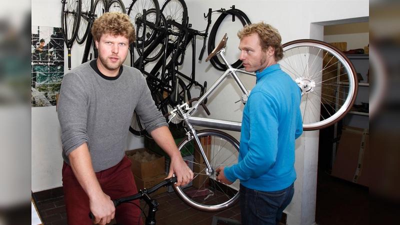Pius Warken und David Horsch jobbten während des Physikstudiums als Fahrradkuriere. Sie fuhren Singlespeeds oder Fixies und fanden das damals entstehende E-Bike-Angebot vor allem eines: langweilig.
