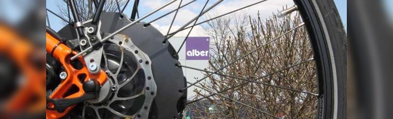 Eine neue Softwaresteuerung soll die Sicherheit des Heckantriebs von Alber erhöhen