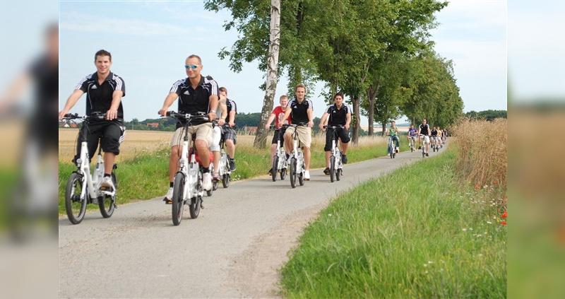 Durch die Vernetzung der Verleihanbieter können auch größere Gruppen mit E-Bikes ausgerüstet werden.
