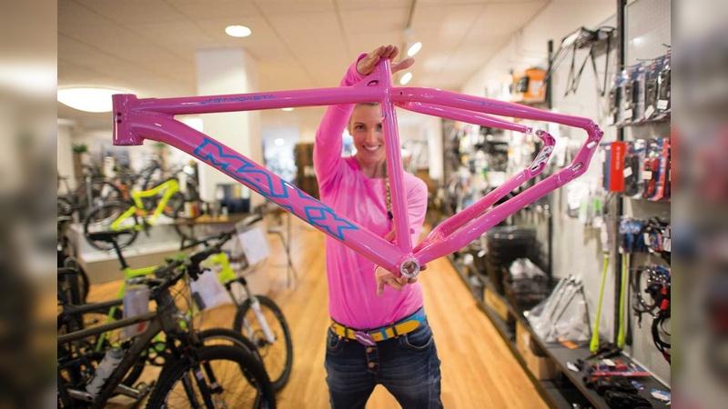 Es gibt viele Gründe für ein individuelles Bike. Maxx in Rosenheim kann beispielsweise auch ausgefallene Farben bieten.