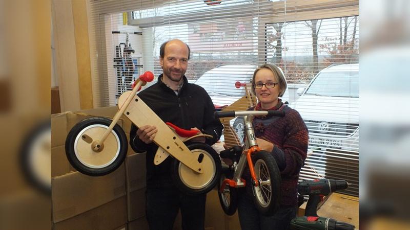 Inspiriert von Karl von Drais haben Rolf und Beate Mertens 1997 ein Laufrad für ihren Sohn entwickelt und damit die Keimzelle für die Marke Like a Bike geschaffen.