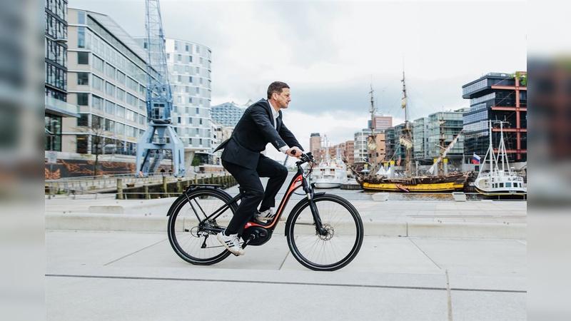 Viele Arbeitnehmer würden Untersuchungen  zufolge durchaus das E-Bike für den Weg zur Arbeit in Erwägung ziehen, wenn nicht die hohen Anschaffungskosten wären.