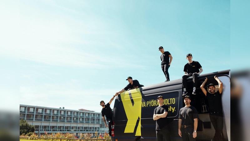 In Schwarz-Gelb ist der SErvice-Transporter von Yeply unterwegs.