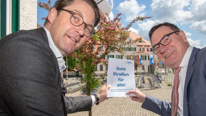 Andreas Scheuer (links) und Ulrich Syberg: Das Ziel der neuen StVO war eigentlich klar vorgegeben.