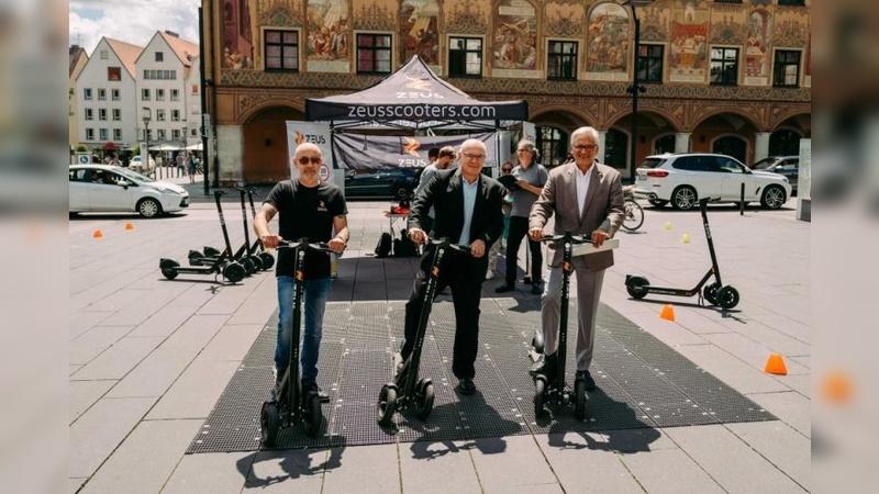 v.l: Zeus-Geschäftsführer Damian Young, Neu-Ulms zweiter Bürgermeister Johannes Stingl und der Ulmer Oberbürgermeister Gunter Czisch.